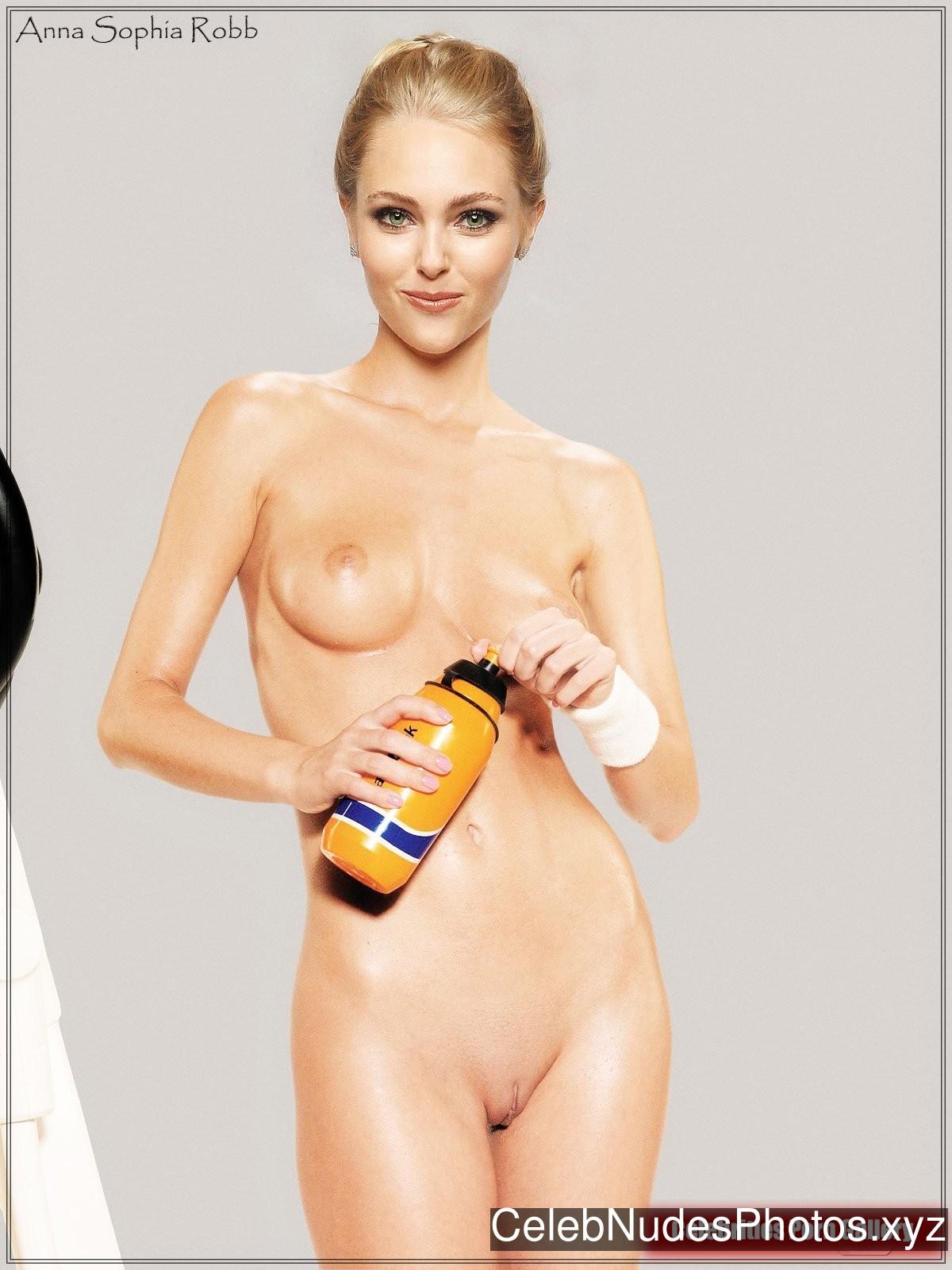 from Romeo fake nudes of annasophia robb
