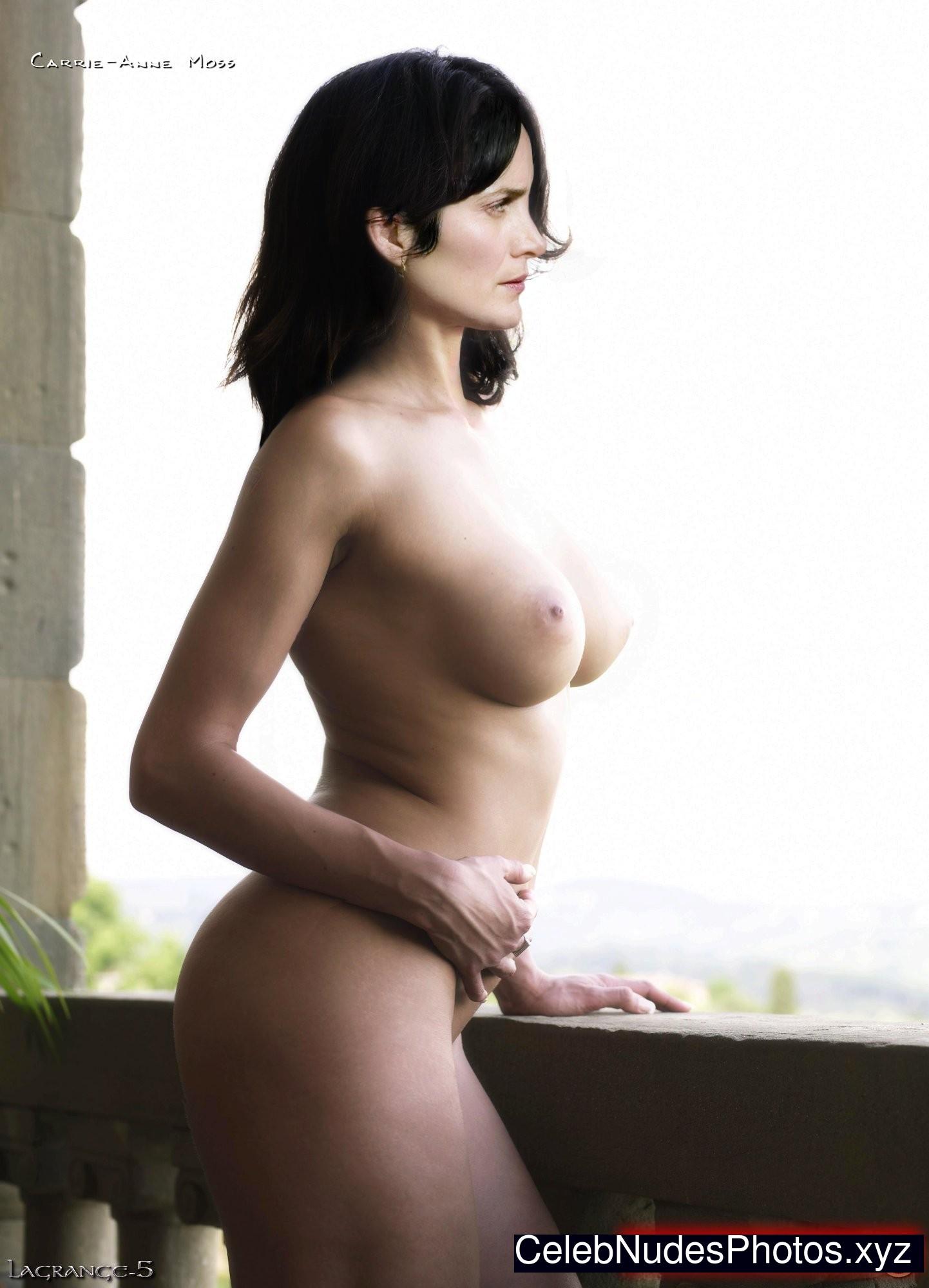 Carrie-Anne Moss Nackt