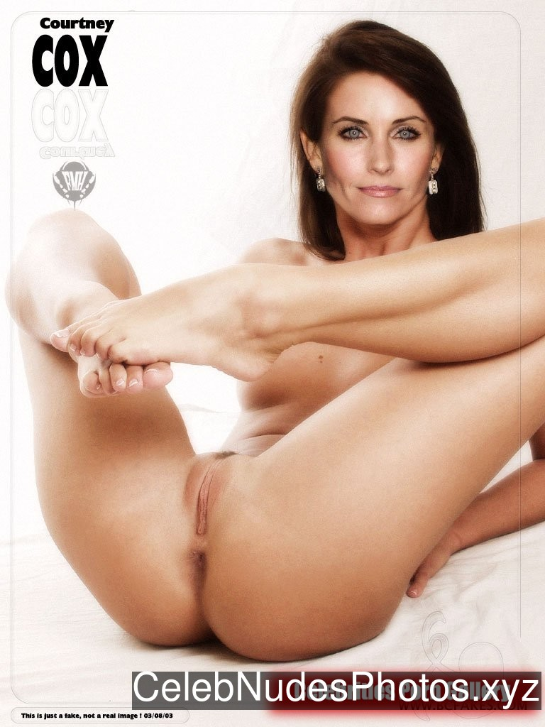 Courteney Cox Naked Celebrity Pic sexy 3