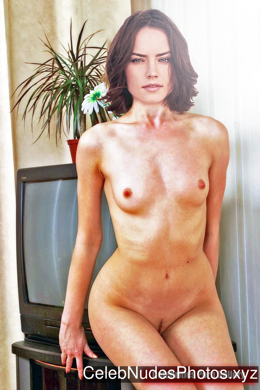 Daisy Ridley Celebrity Nude Pic sexy 4