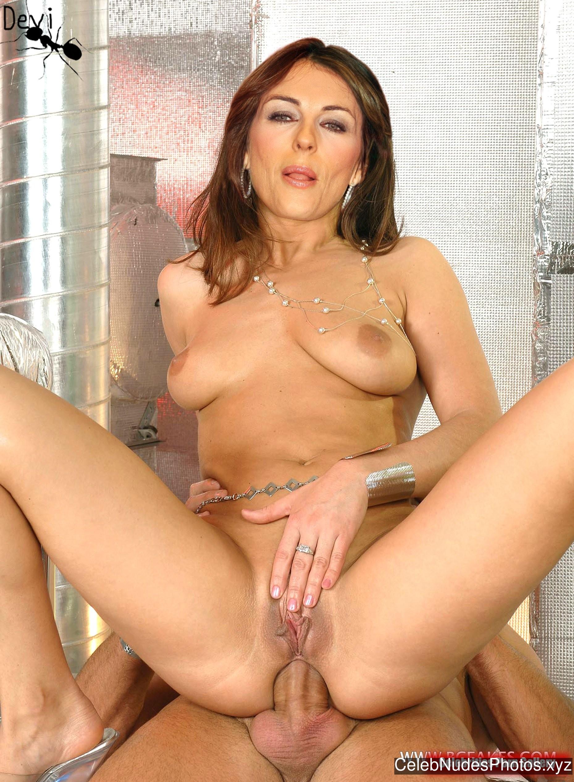 Elizabeth Hurley Famous Nude sexy 20