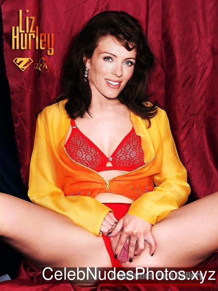 Elizabeth Hurley Celebrity Nude Pic sexy 21
