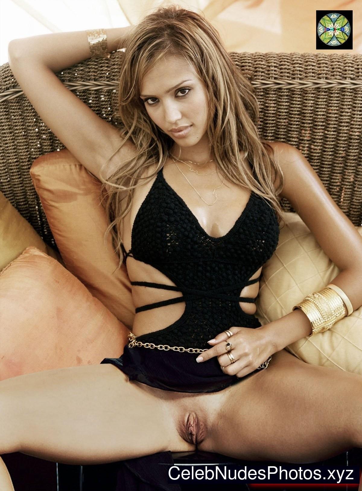 Jessica Alba Famous Nude sexy 3