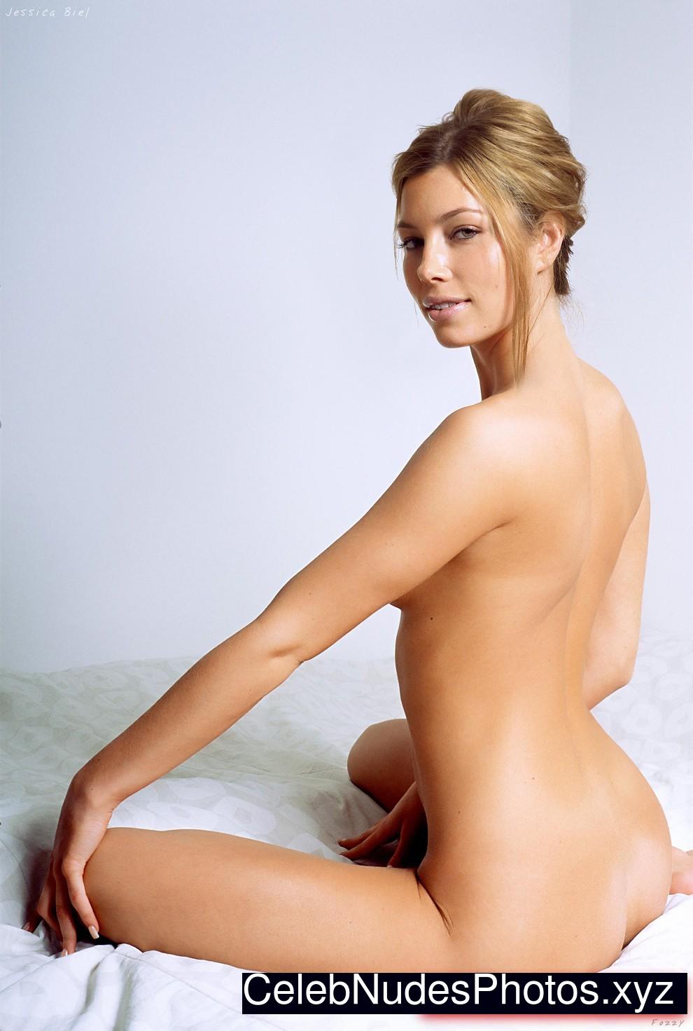 Jessica Biel Famous Nude sexy 23