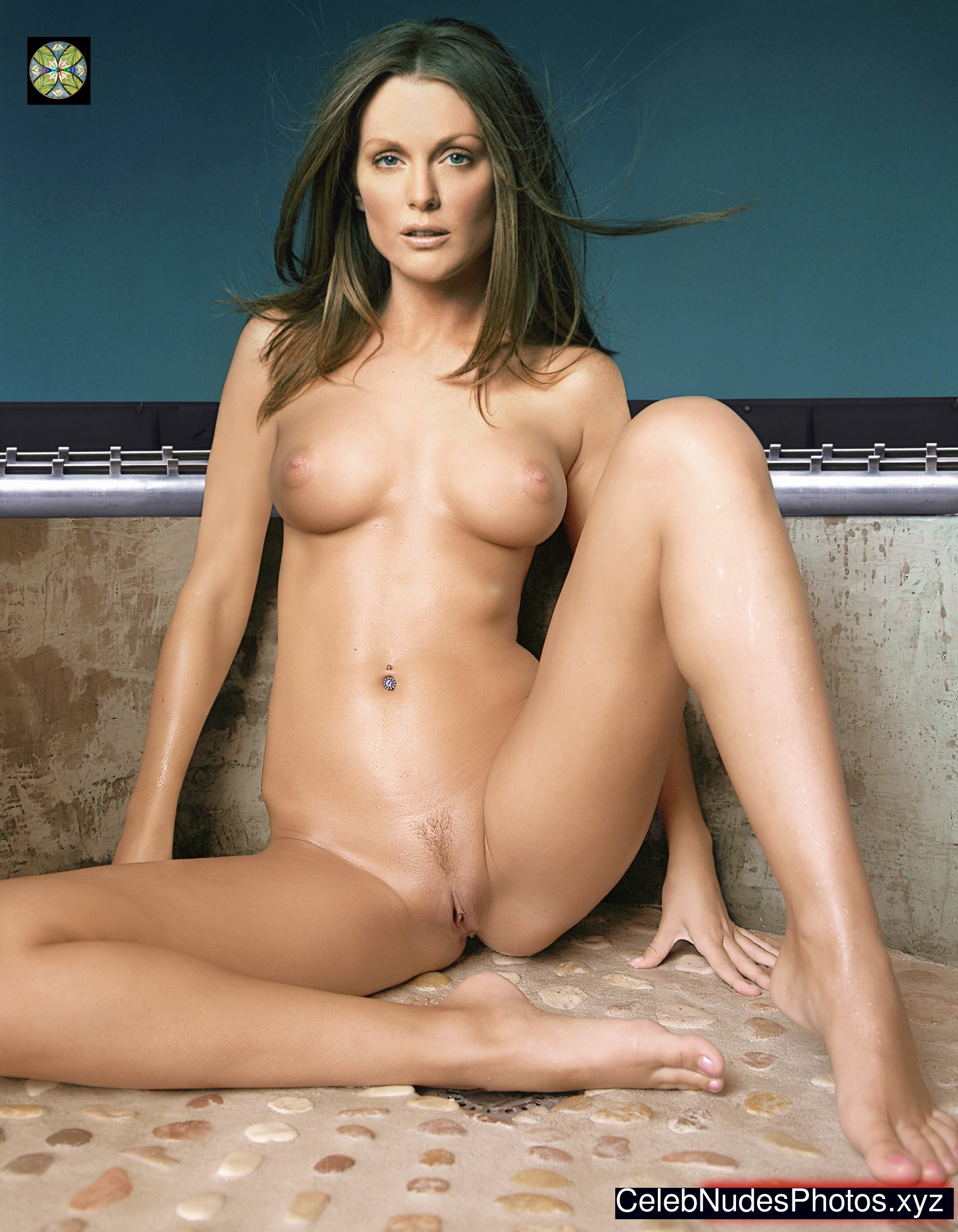 julianne moore naked fakes