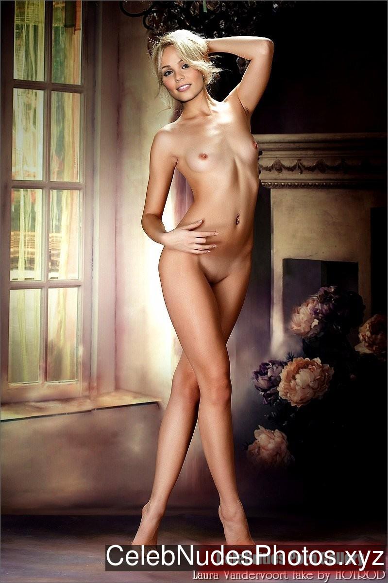 Laura Vandervoort Nude Celeb sexy 11