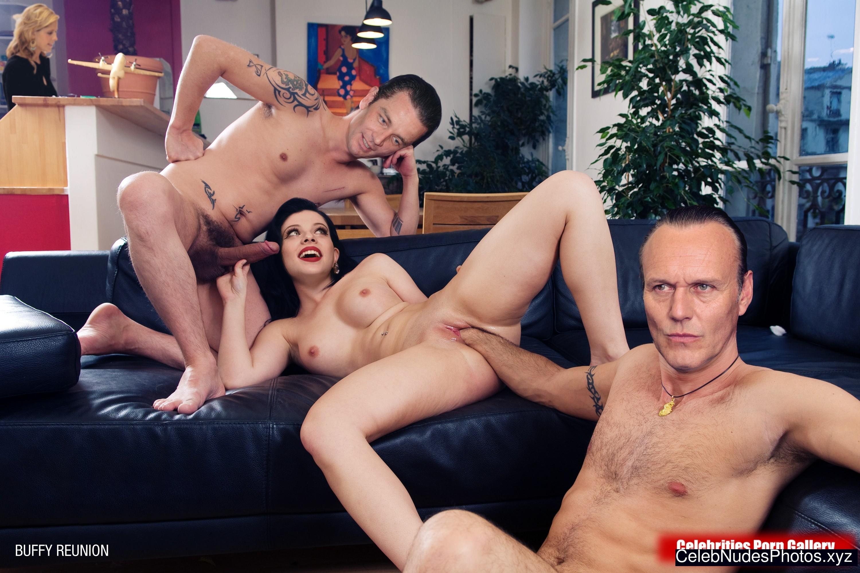 Michelle Trachtenberg Nude Celeb sexy 7