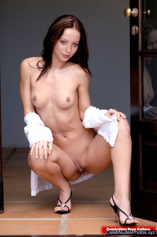 Michelle Trachtenberg Nude Celeb Pic sexy 29