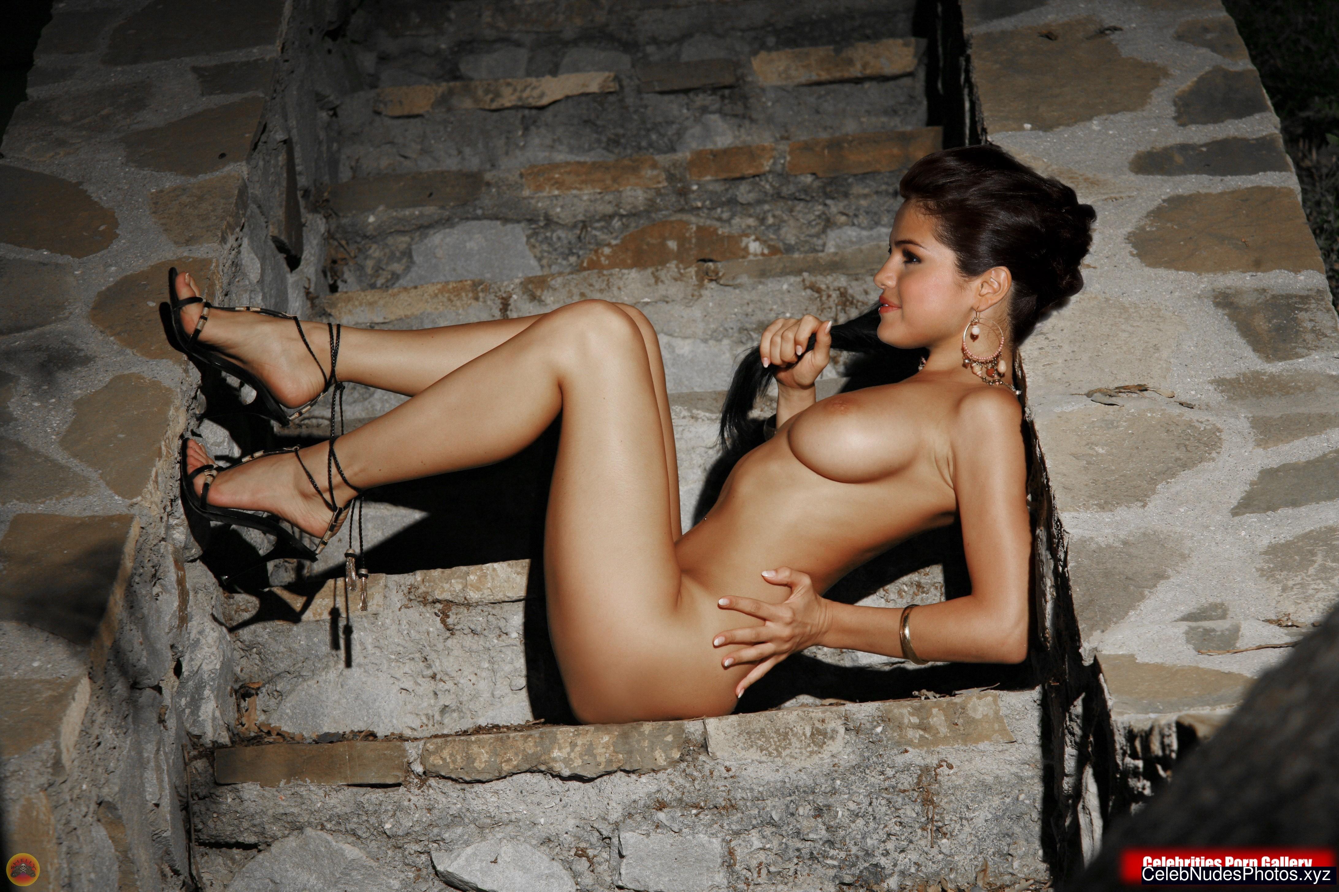 Selena Gomez Free Nude Celeb sexy 6