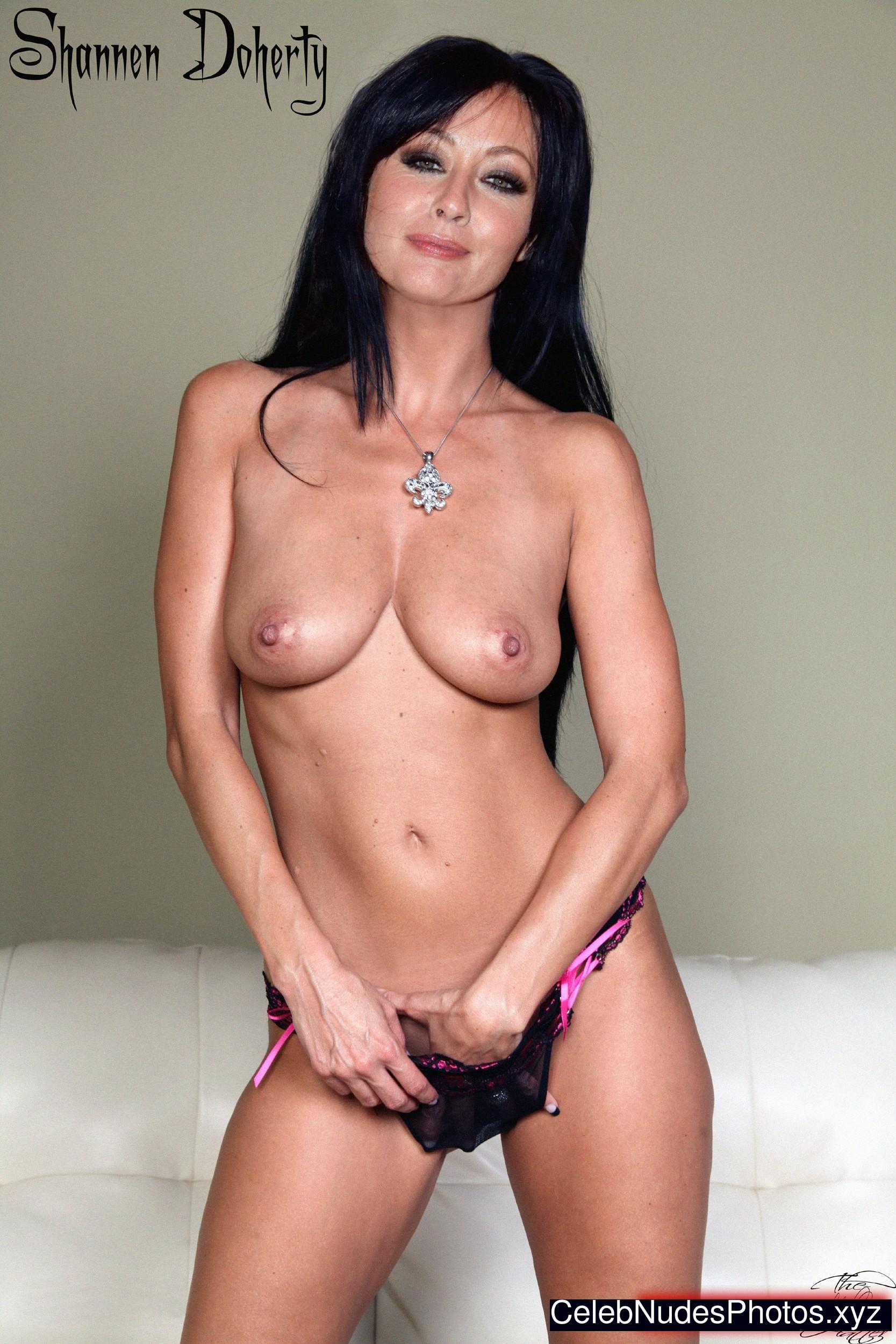 Shannen doherty nude masturbation pics