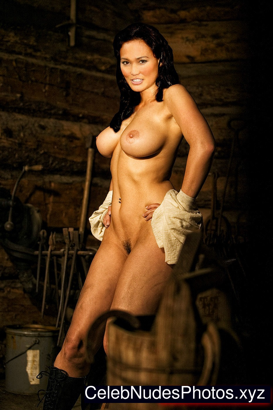 Sexy naked girl from game of war