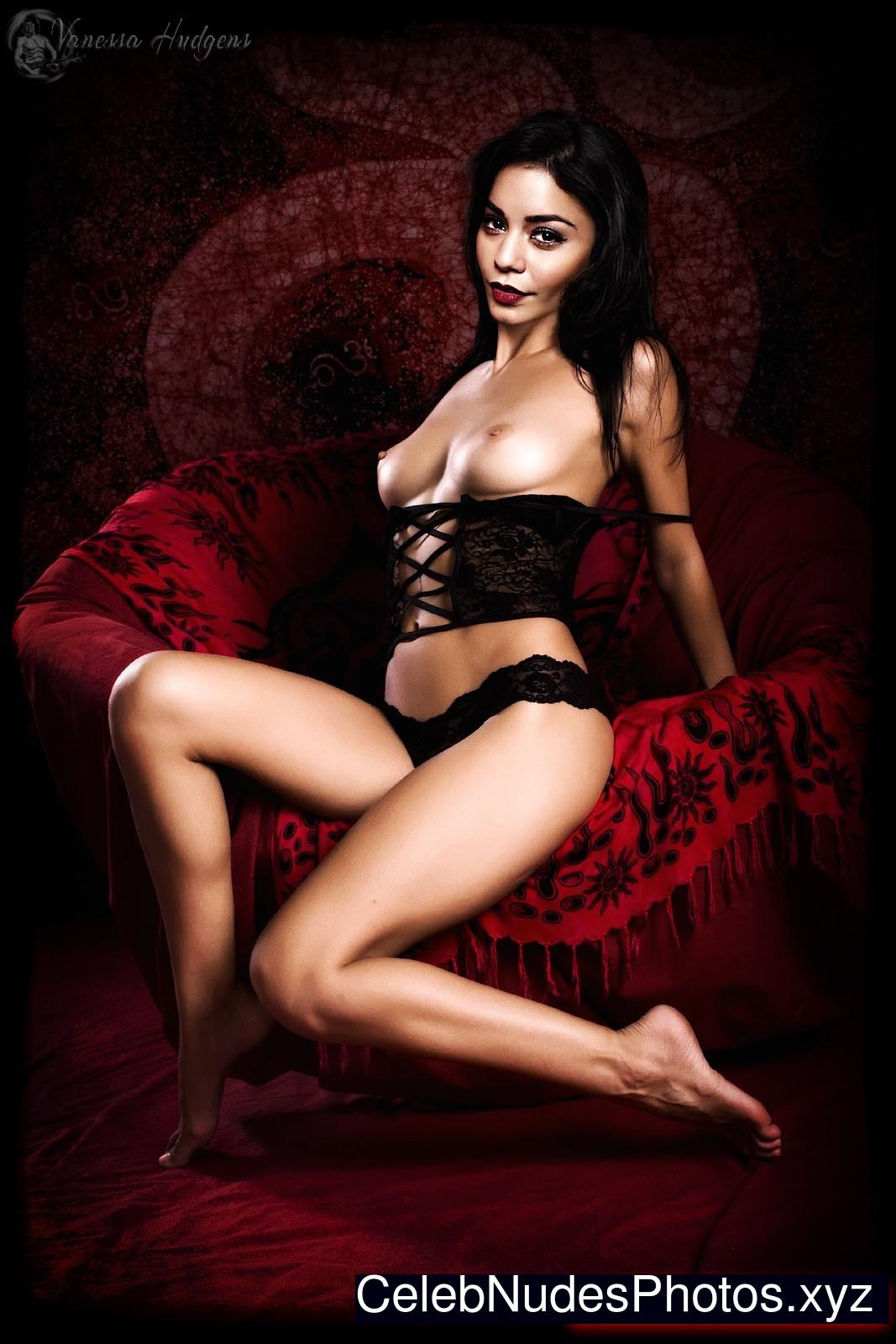 Vanessa Hudgens Celebrity Nude Pic sexy 10