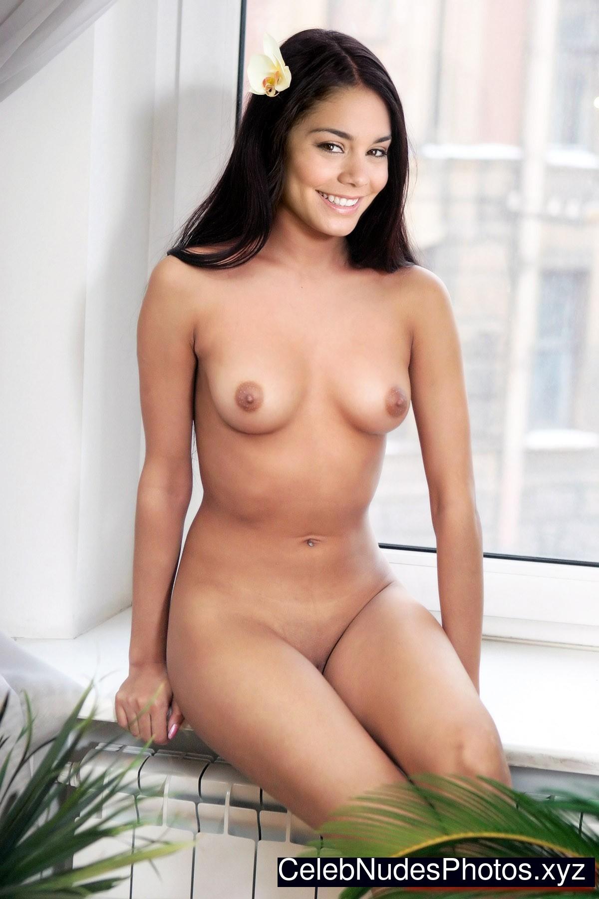 Vanessa Hudgens Celebrity Nude Pic sexy 29