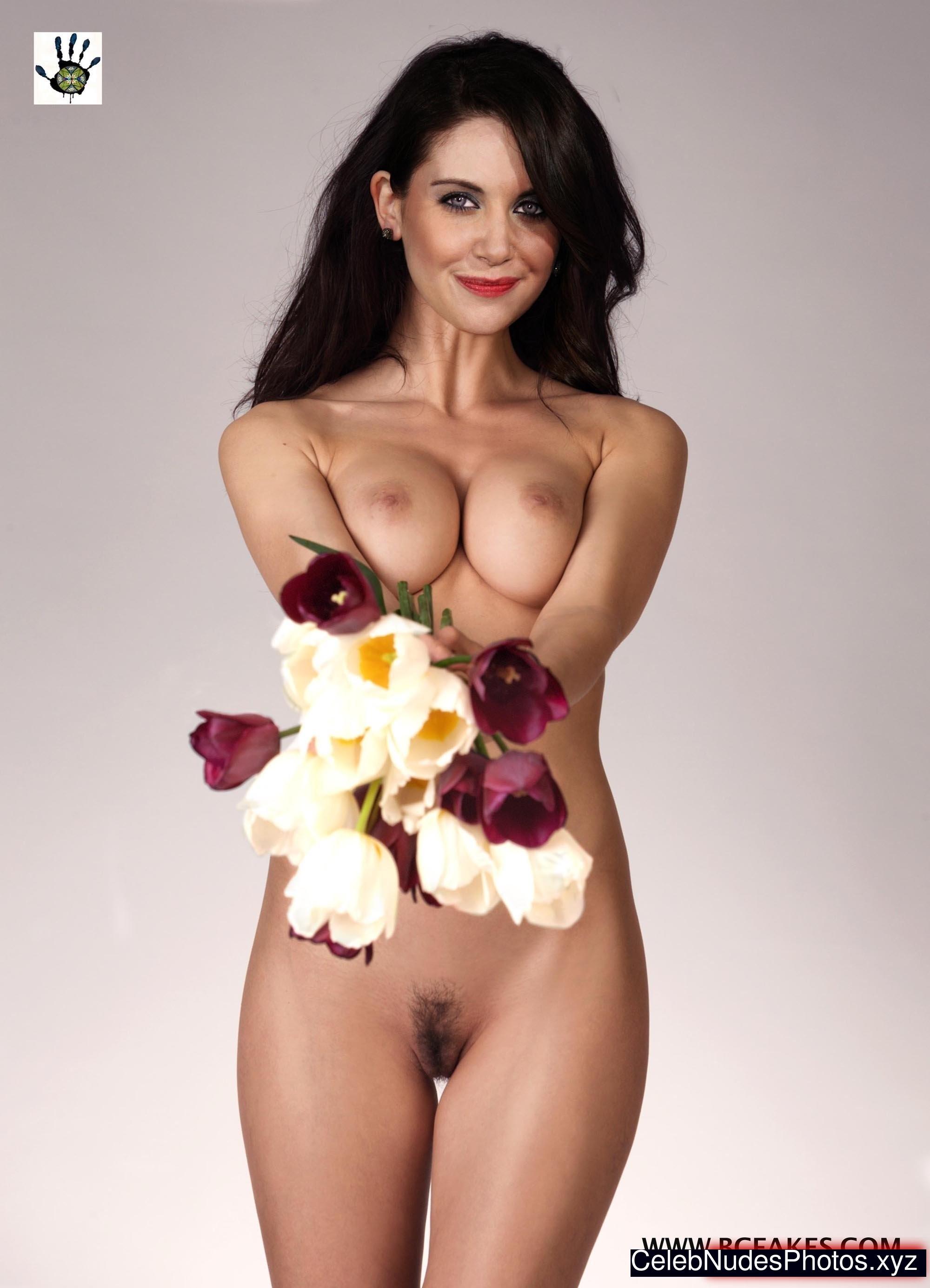 Alison Brie nude celebrities