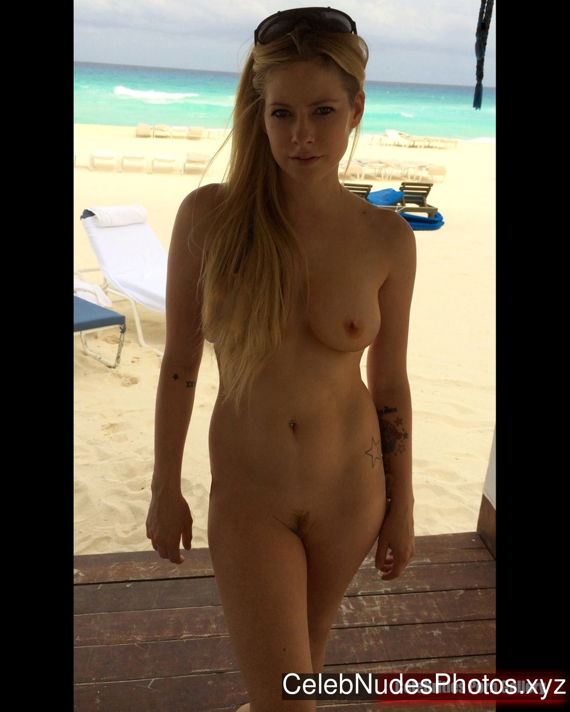 Avril Lavigne nude celebrity