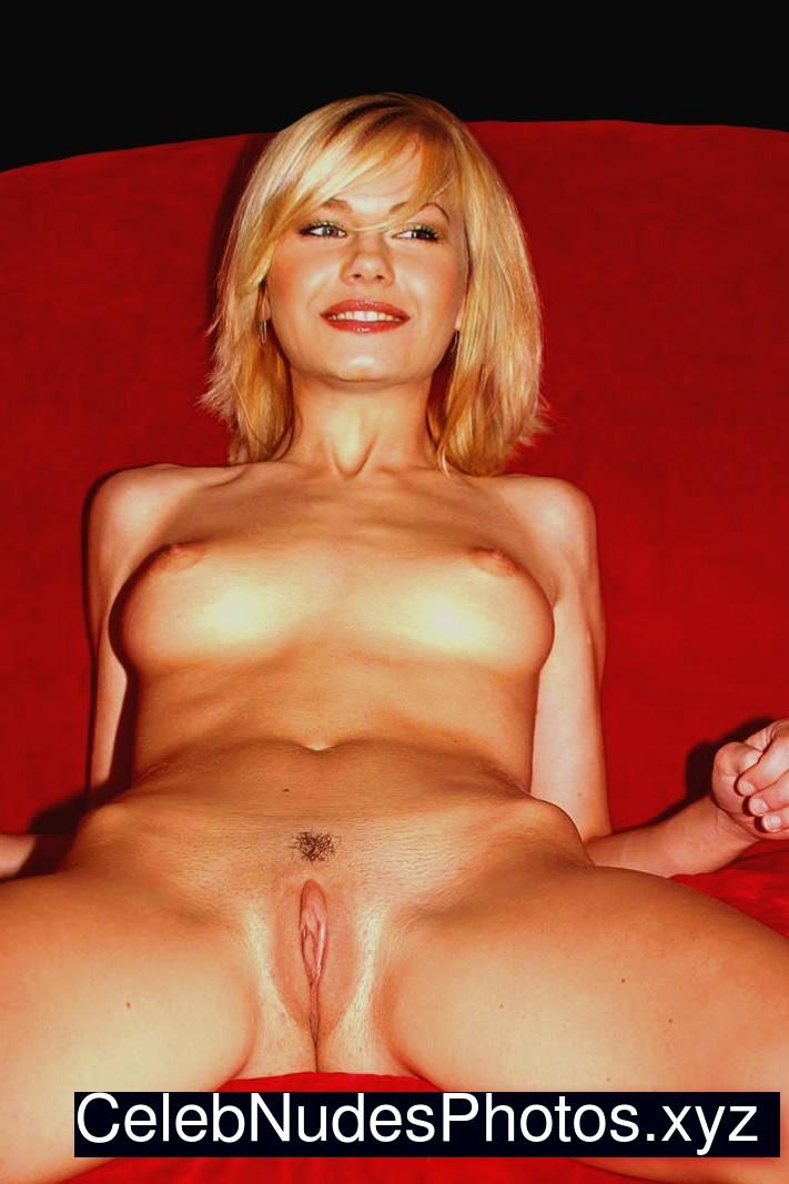 Elisha Cuthbert nude celebs