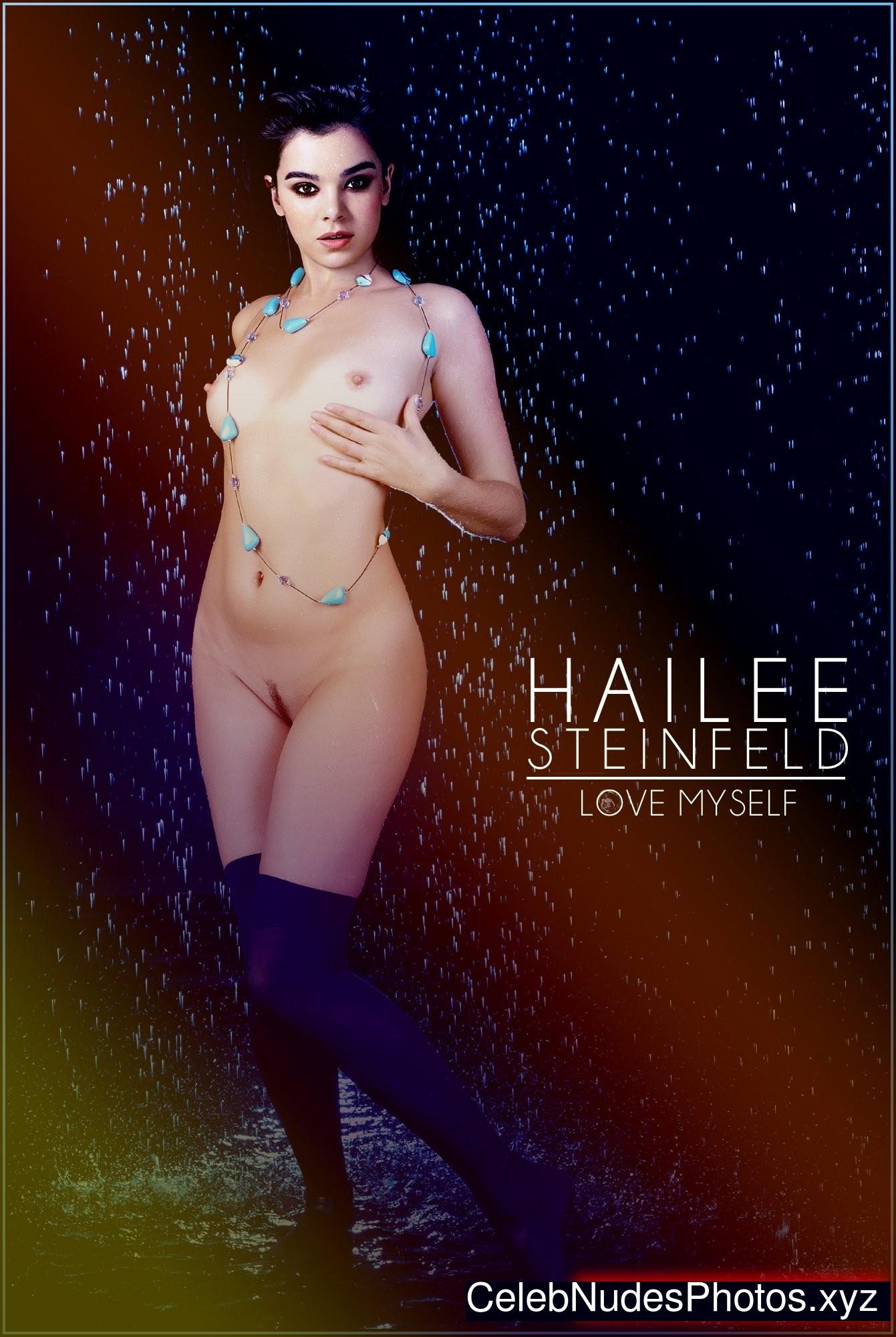 Hailee Steinfeld nude
