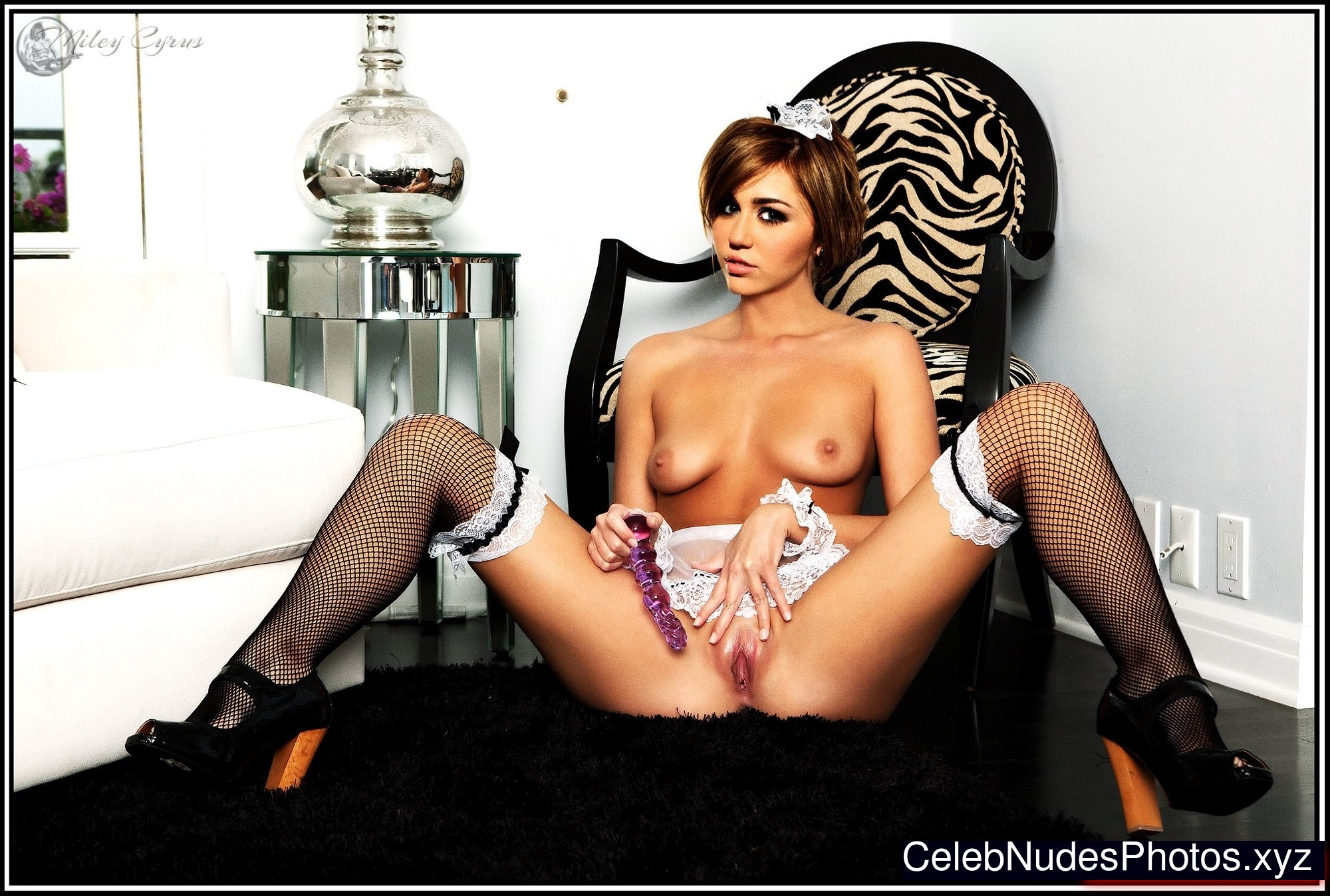 Miley Cyrus naked celebrity pics