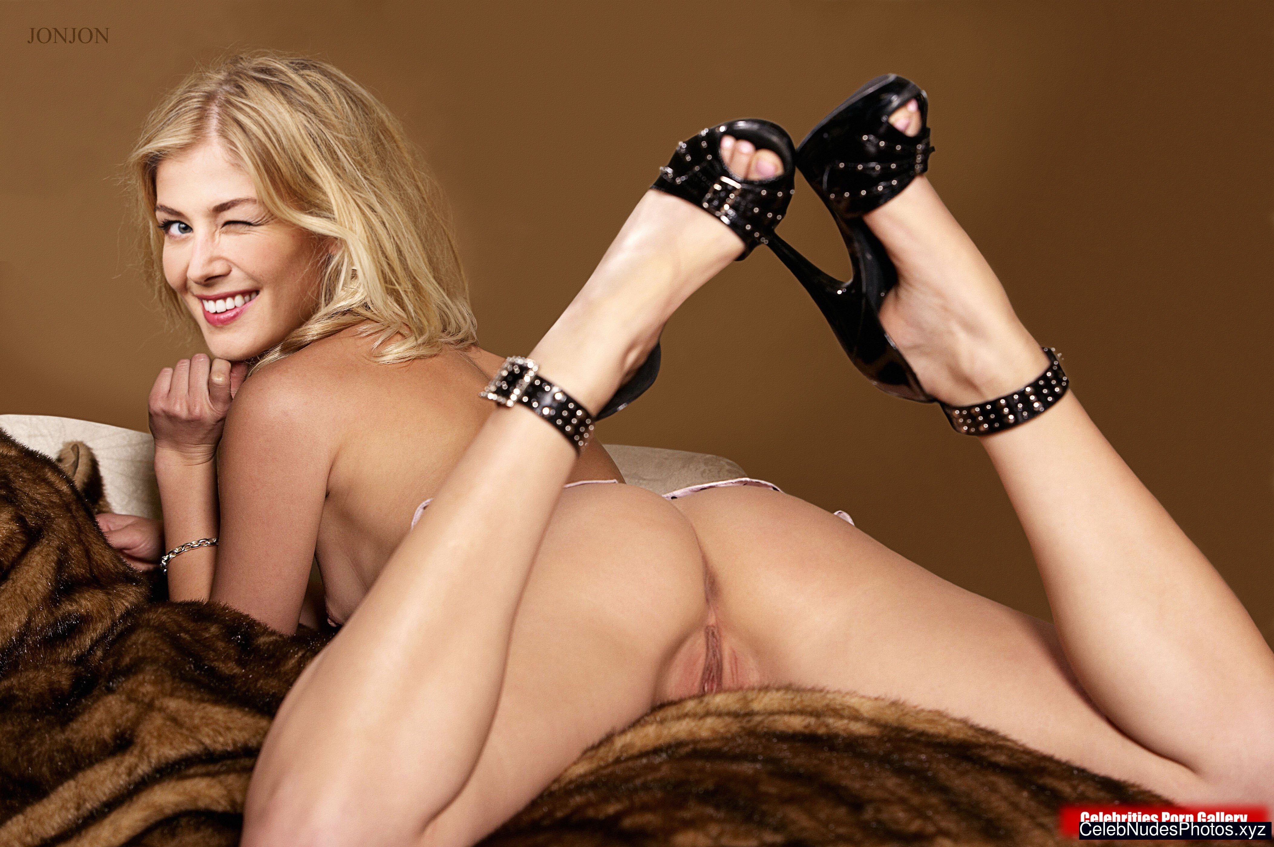 Rosamund Pike nude celeb