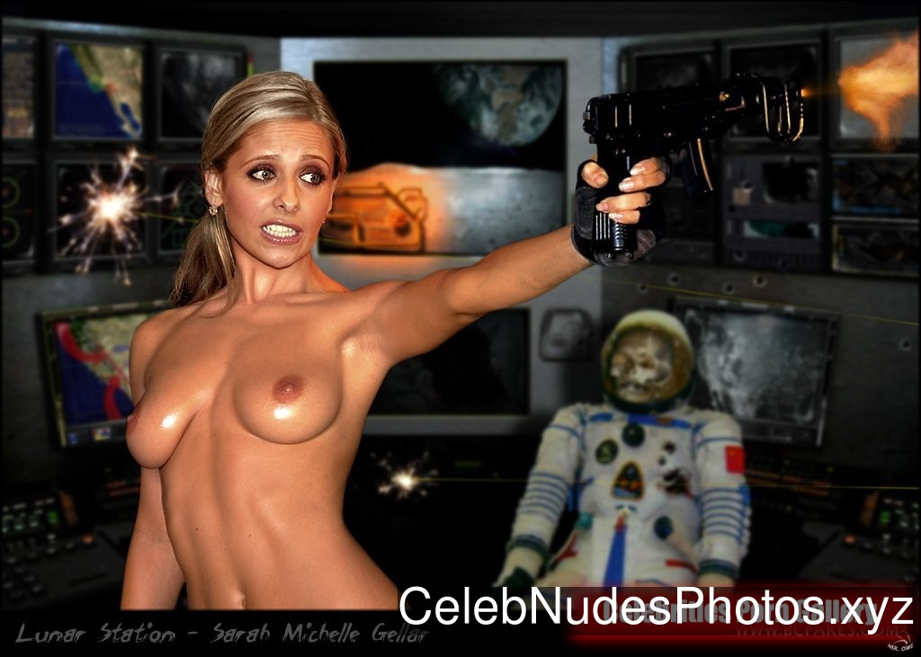 Sarah Michelle Gellar nude celeb