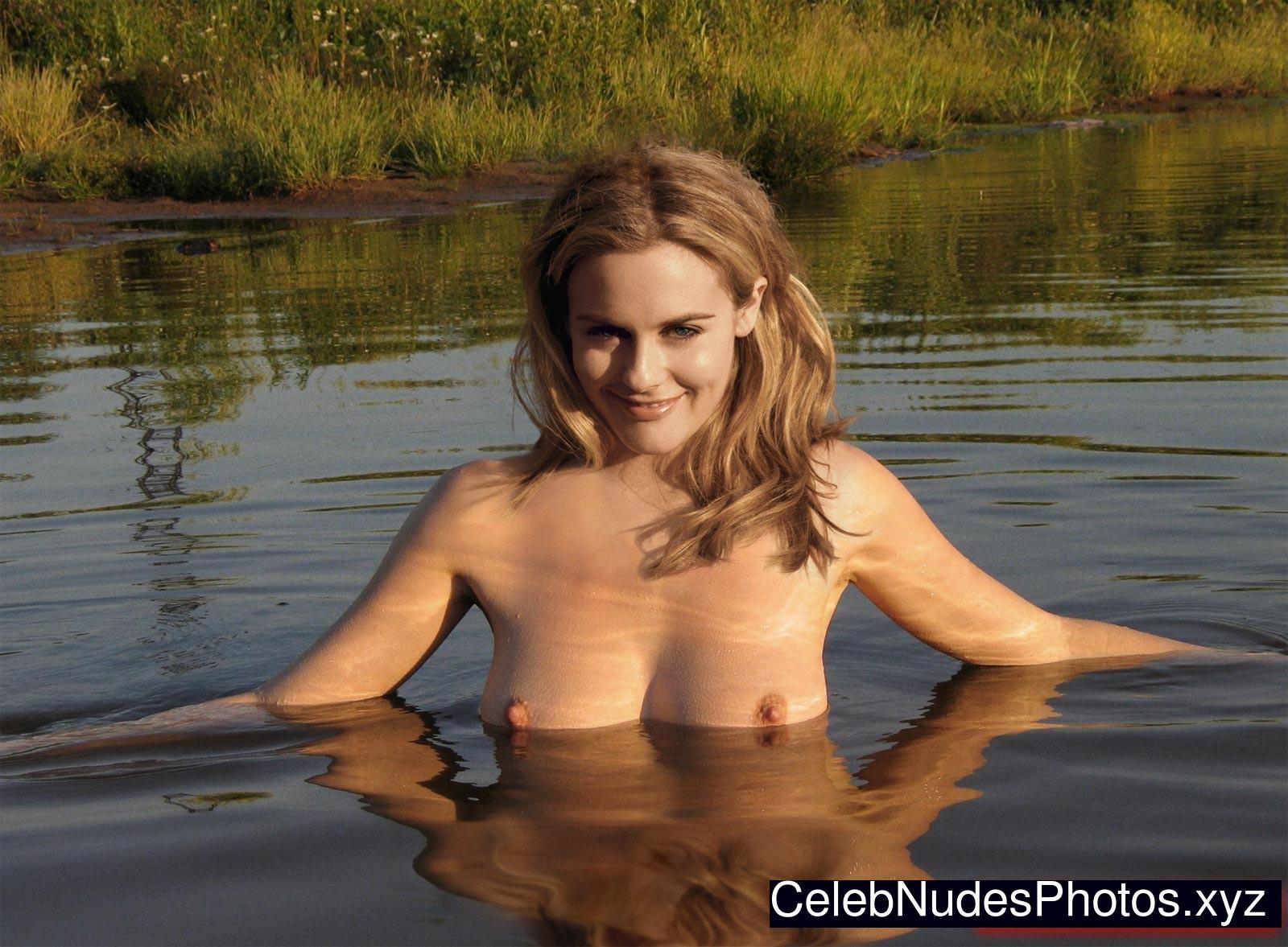 alicia silverstone tits