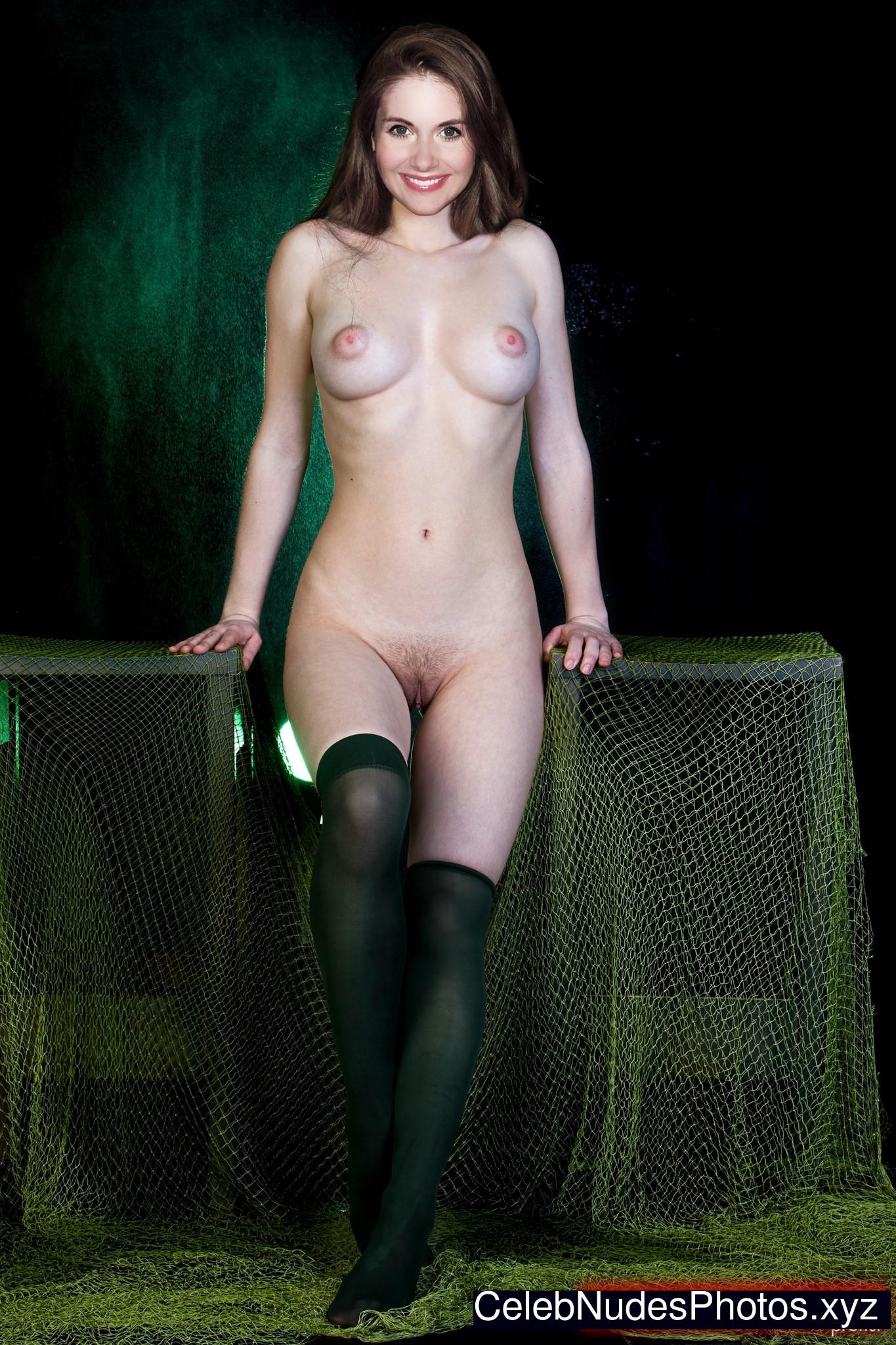 alison brie fake nudes