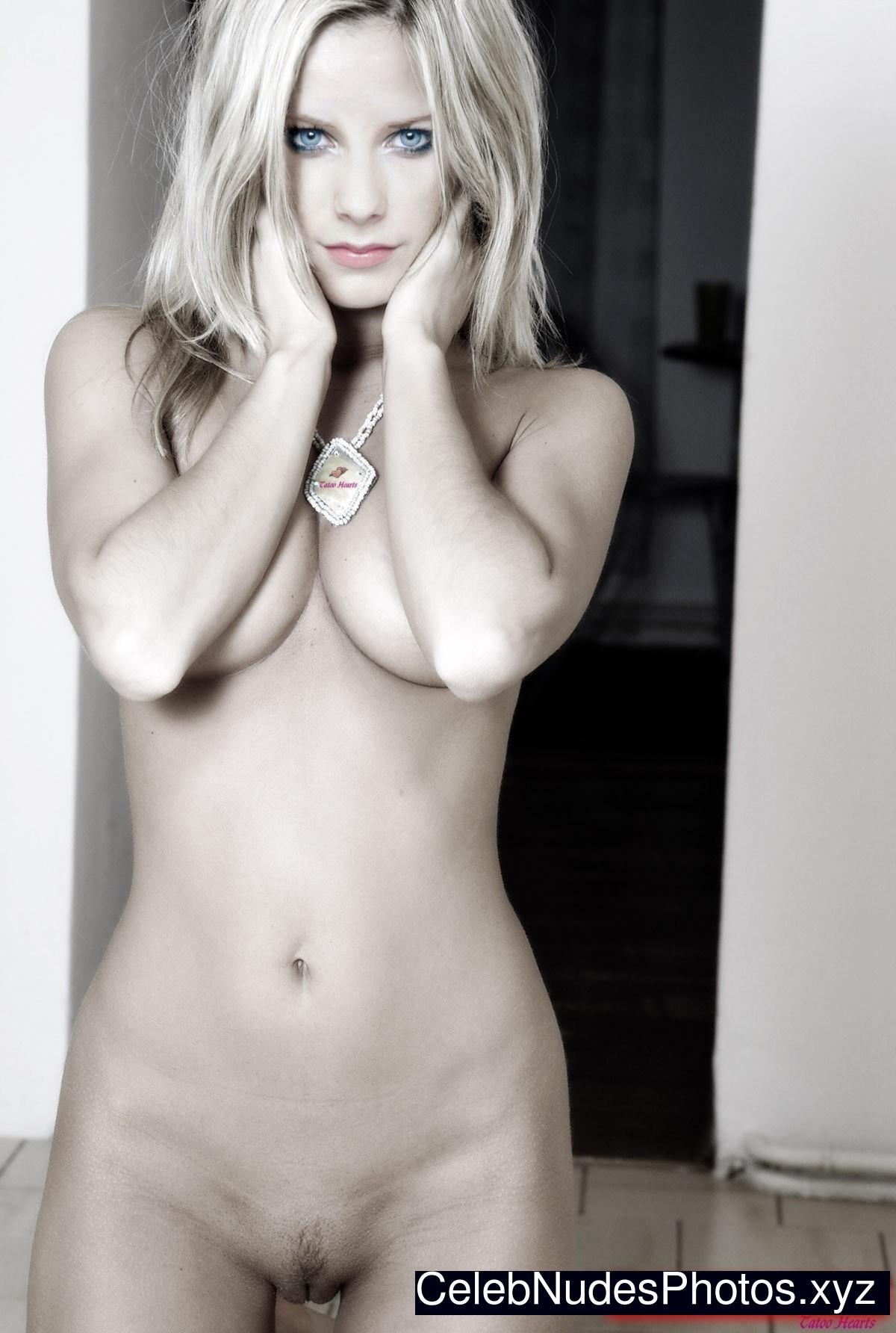 free nude avril lavigne