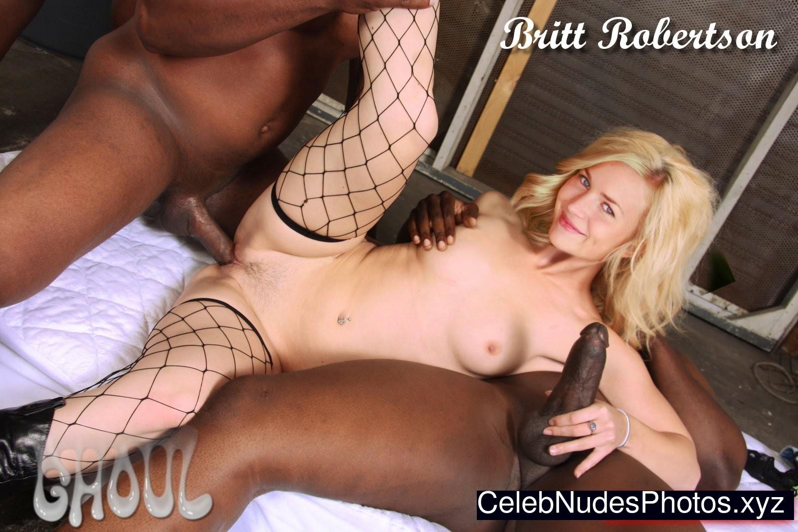 Britt robertson nue