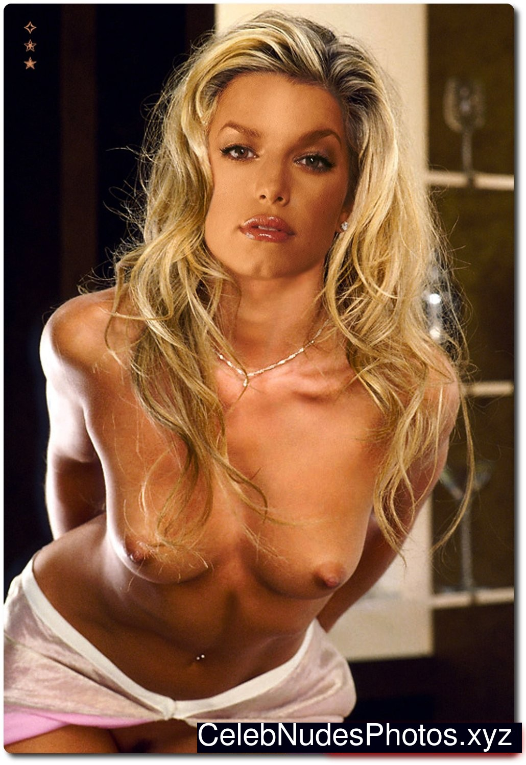 Young jessica simpson nude