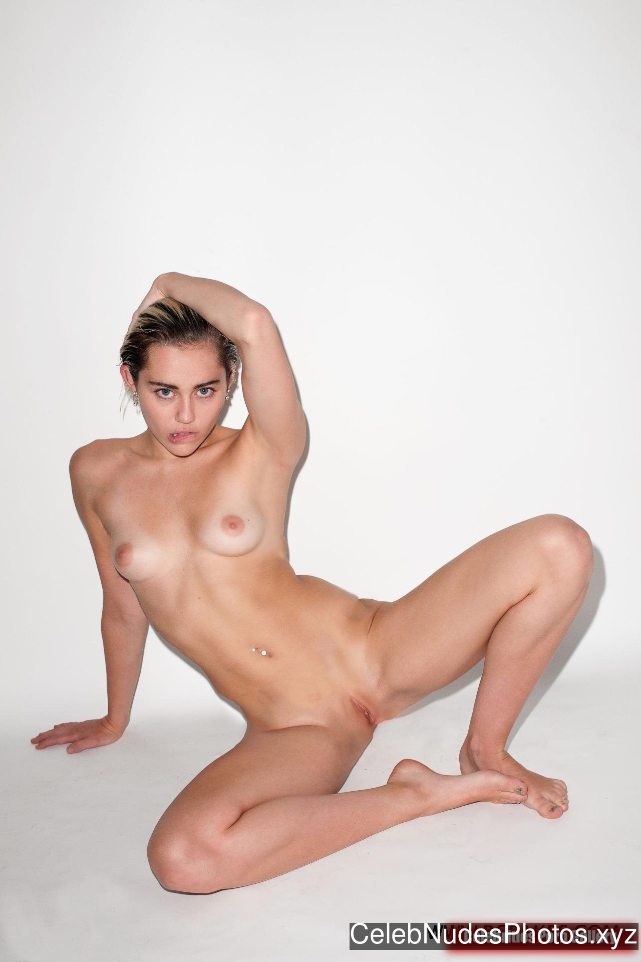 miley cyrus naked uncensored pics