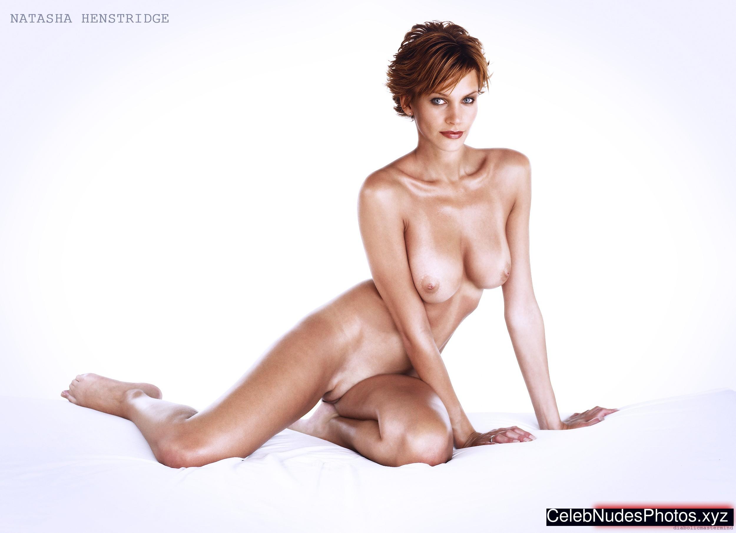 natasha henstridge pussy pics