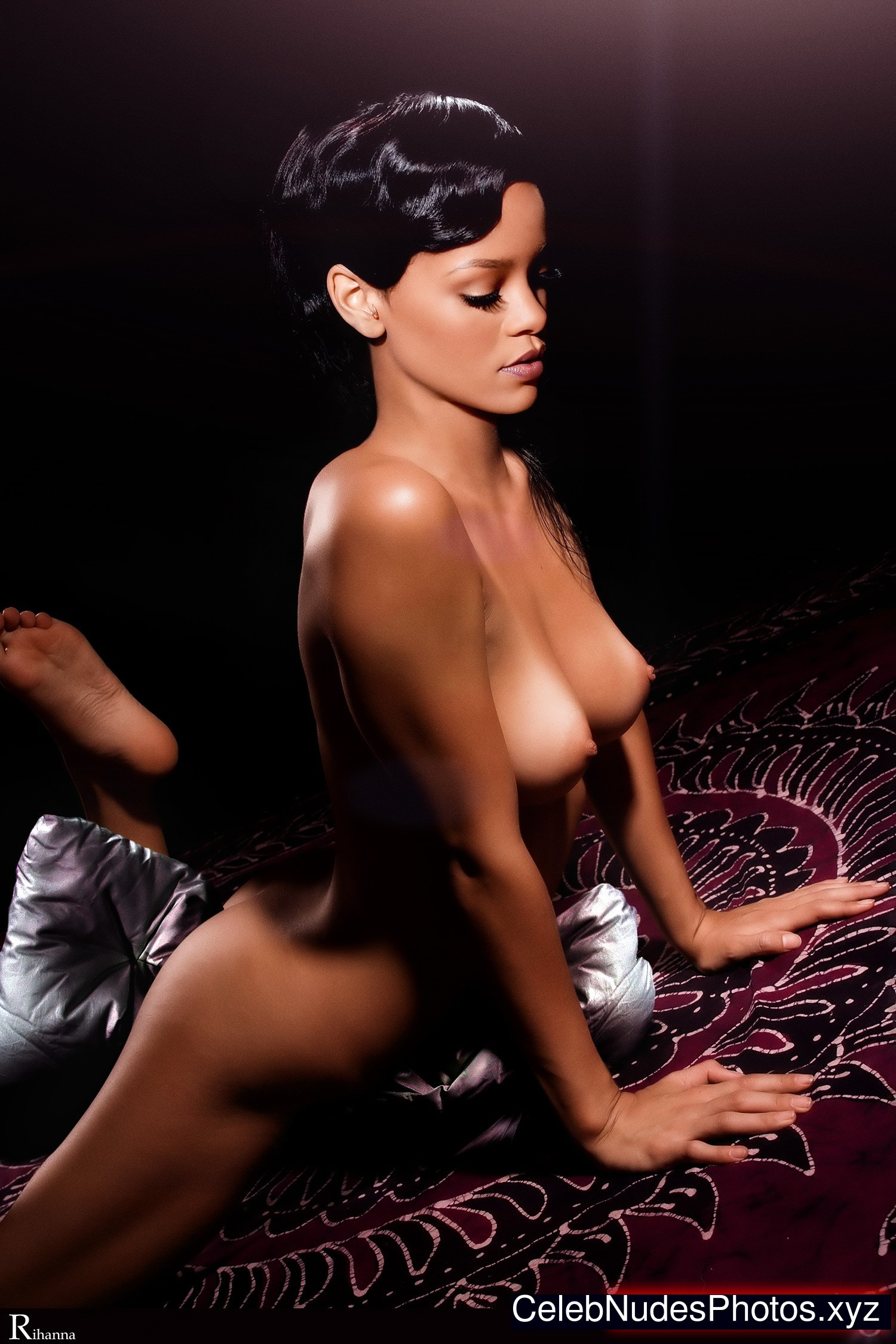 free pictures of rihanna naked